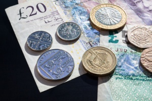 Bank Of England's Survey Reinforces Signs of 'Weaker Economy'