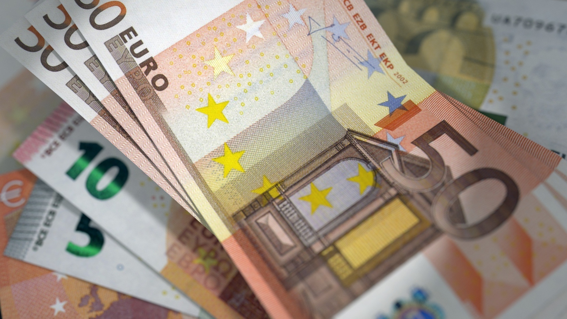 Italian referendum challenges streght of the euro