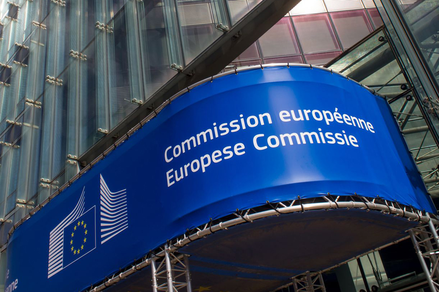 Unpopular restrictions on payments in cash further weakens the EU Commission