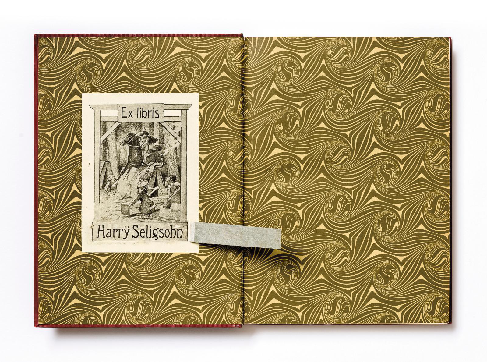 Harrÿ Seligsohn's ex-libris and a strip of paper concealing his name, removed in 2020 during identification work on plundered books. Book: Karl Voll, Memling: Des Meisters Gemälde in 197 Abbildungen, Stuttgart, Leipzig, 1909. Paris, INHA library, BCMN collection, 4 D 0229 (14). The book entered the BCMN collections through a donation by France's National Museums department in 1946.