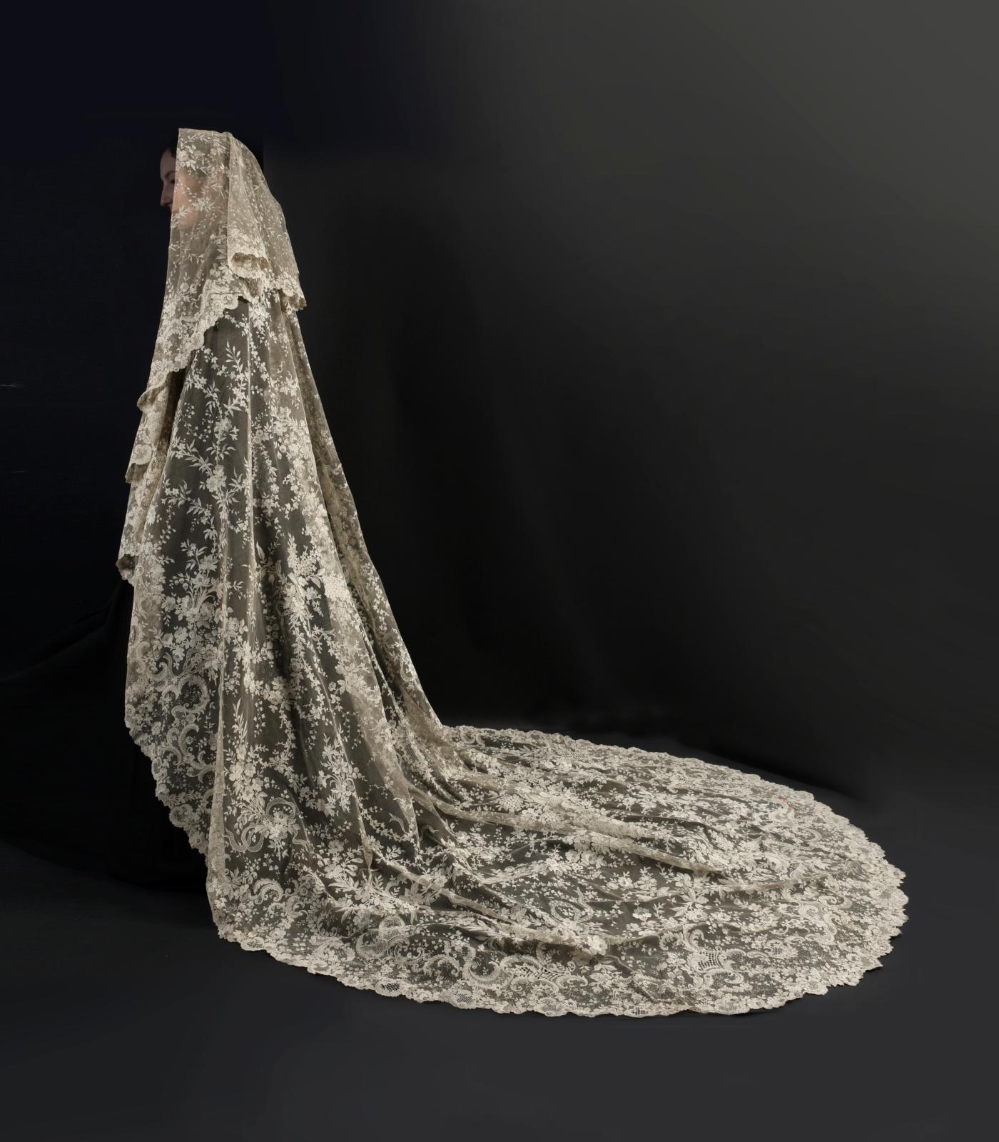 Alençon, third quarter of the 19th century, needlepoint lace wedding veil, 360 x 205 cm (141.73 x 80.07 in). Paris, Drouot, October 24, 2018, Coutau-Bégarie auction house, Ms. Vuille, preempted for The Musée des Beaux-Arts et de la Dentelle in Alençon. Result: €82,940