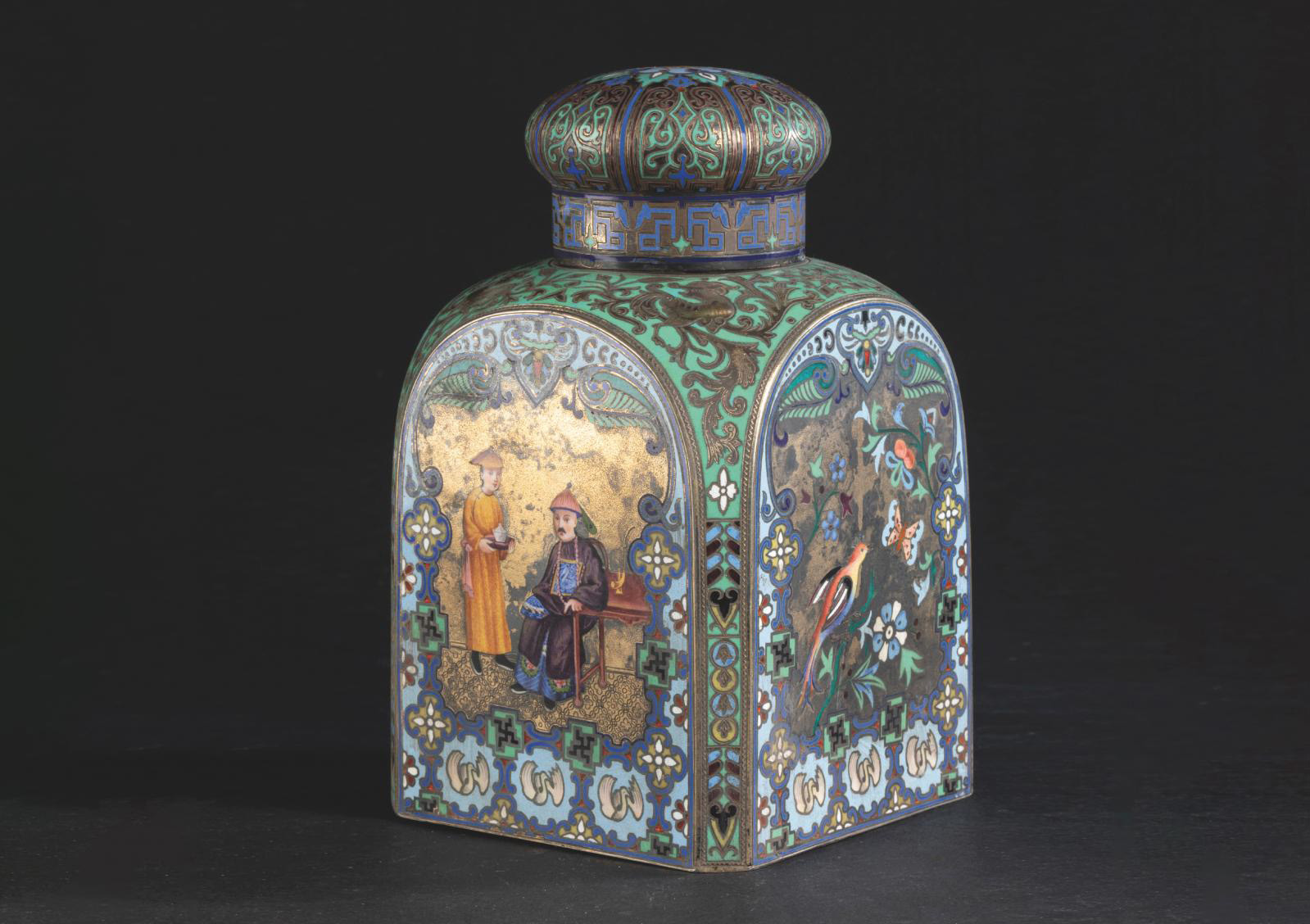 """Pavel Ovchinnikov (1830-1888), Moscow, 1883, square tea box with canted corners, decorated with champlevé polychrome enamel on vermeil depicting Chinese dignitaries, birds, swastikas, palmettes, swans and stylized phoenixes; """"88 zolotniks"""" (916.6 millesimal fineness) and """"Pavel Ovtchinnikov"""" marks, 14 x 9 x 9 cm/5.5 x 3.5 x 3.5 in, gross weight 569 g/20.07 oz. Result: €25,760"""