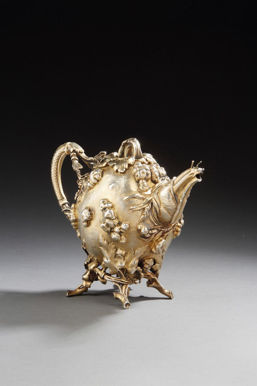 Alphonse Debain (1883-1911), molten vermeil teapot decorated with vine stocks, wheat ears, vine shoots, leaves, pumpkin-shaped body, spout featuring a snail, 1900, h. 19.1 cm/7.5 in, weight 1363 g/47 oz. Estimate: €8,000/10,000