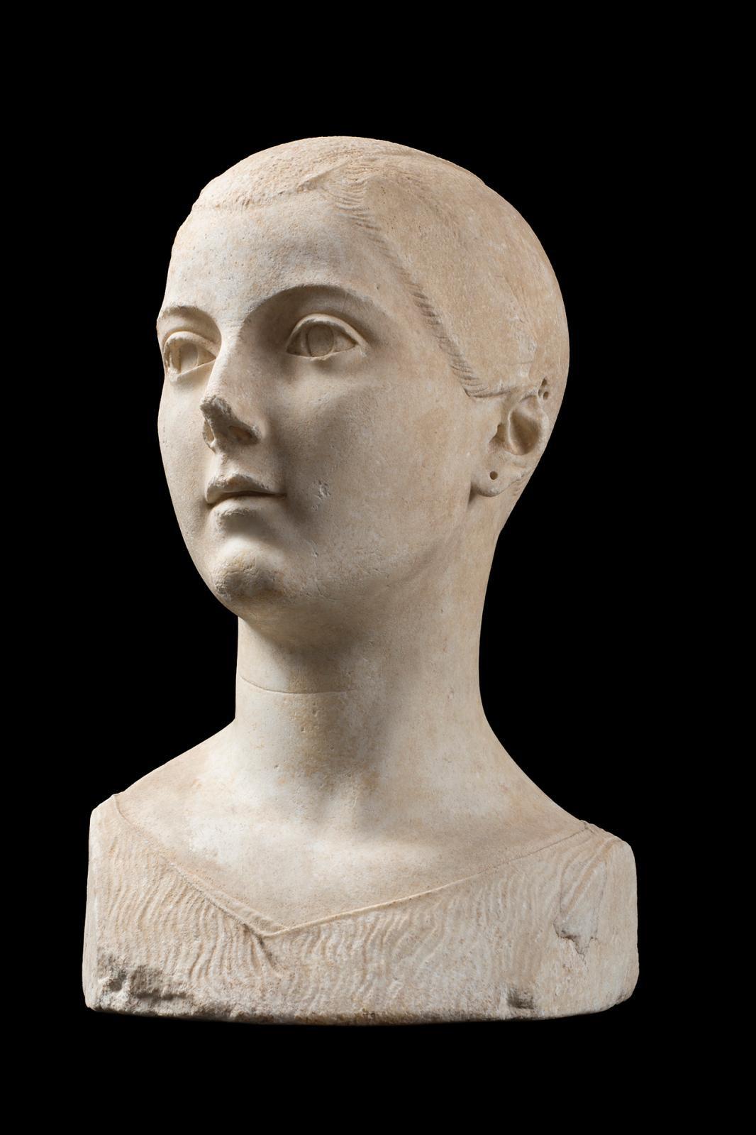 Girl from Vulci, marble, h. 70 cm/27.56 in. © Fondazione Torlonia - Photo Lorenzo De Masi