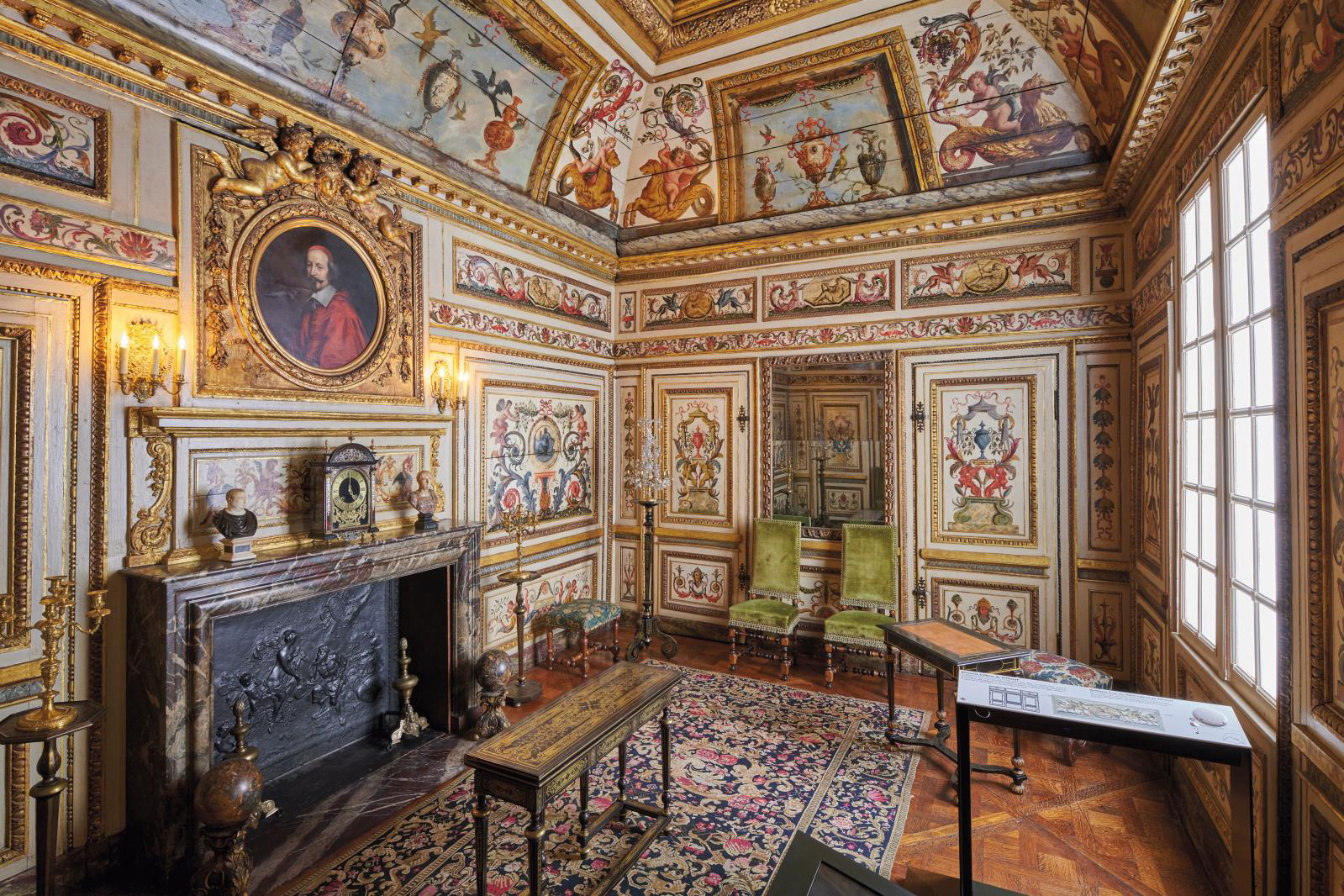 The wood paneling of the study in the Hôtel Colbert de Villacerf, acquired by the City of Paris in 1867. Musée Carnavalet - Histoire de Paris © Pierre Antoine
