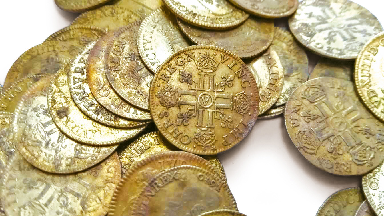 The trove when it was found. Total estimate: €250,000/300,000. The coins will be sold individually. © IVOIRE ANGERS