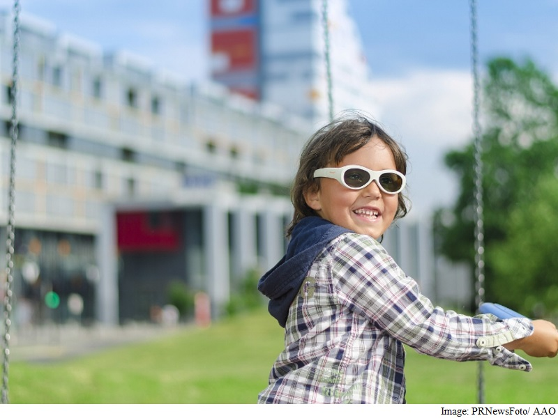 Electronic Smart Glasses Treat Children's Amblyopia