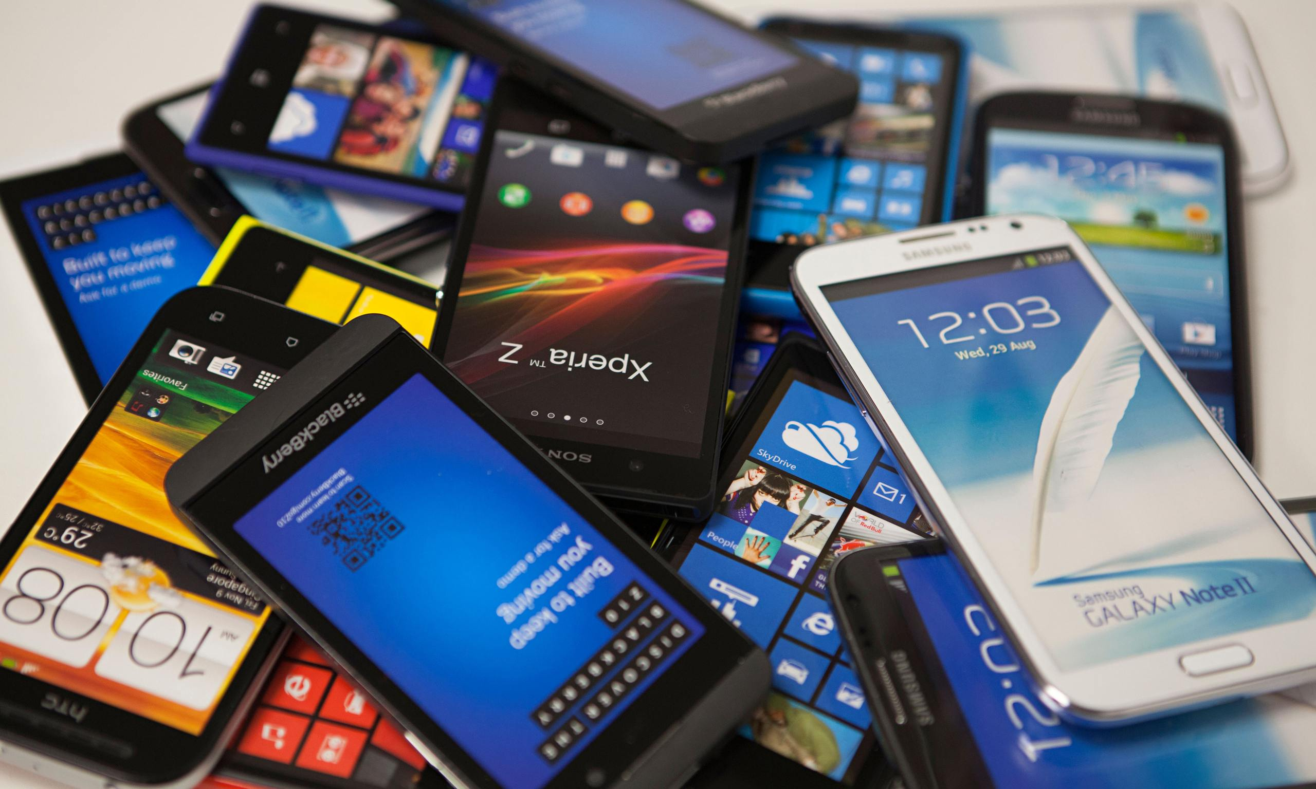 The Slow Growth Of Smartphone Market Pose Threat To The Brands' Existence